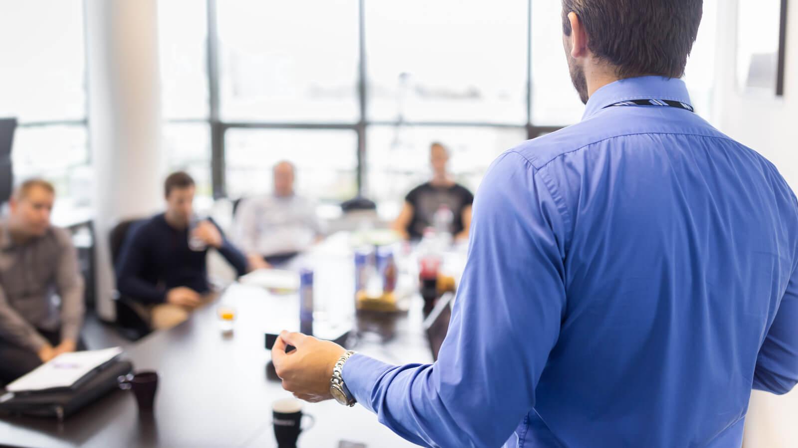 Que fait un directeur ou un gérant en milieu de travail?